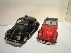 Bandai, Japan - Length 19-20 cm - Lot with VW Volkswagen Beetle police and VW Beetle Convertible with friction / battery engine, 1960s