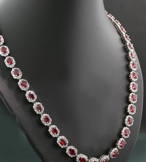 DOVE BLOOD RED LUXURY ruby brilliant necklace 40.28 ct in total all rubies unheated! Unique piece in platinum