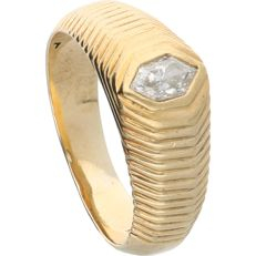 14 kt. - Yellow gold band ring set with a hexagonal cut diamond of 0.35 ct - Ring size: 19.5 mm
