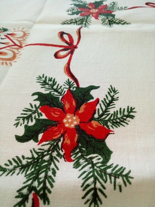 two linen vintage christmas tablecloth wonderful items from 1970 s