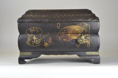 A jewellery box with lacquer - Japan - c. 1900