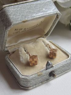 """Sleeper"" earrings in 18 kt yellow gold, cube shape - Napoleon III era - 1 g - 1.4 cm high x 8 mm wide - 3 hallmarks eagle's head"