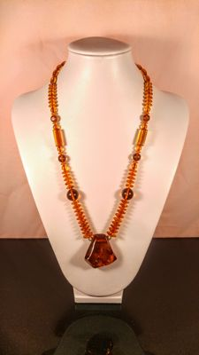 100% Natural Cognac colour Baltic amber necklace with pendant, length 58 cm, 35 grams