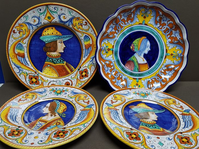 Four Italian wall plates by Deruta & Four Italian wall plates by Deruta - Catawiki