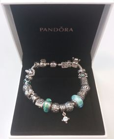 Full Pandora bracelet with 23 charms, including luxurious Pandora gift box - Silver - 925 - 20.5 cm