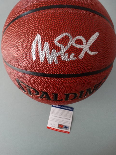 Magic Johnson - Original hand signed by Johnson official NBA Spalding Basketball  + COA PSA/DNA