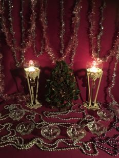 Lot of Christmas decorations. incl. 2 candle holders, a number of old glass garlands, 6 crystal t-light holders, Christmas tree