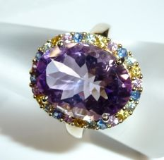 Ring size 9 kt / 375 gold approx. 7.2 ct amethyst + wreath of 26 rainbow sapphires of 1 ct ring size 59-60 **no reserve price**