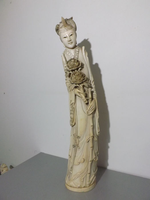 Grande dame in sculpted ivory 47 cm - China - circa 1920