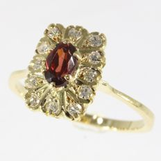 Elegant engagement ring with garnet and diamonds anno 1970