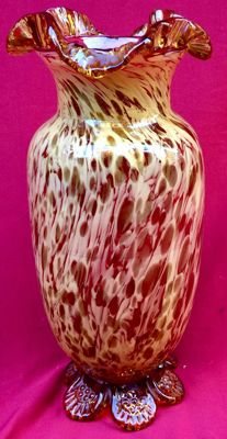 Glass vase with pure gold specks inclusions