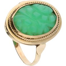 14 kt Yellow gold ring set with a carved jade.
