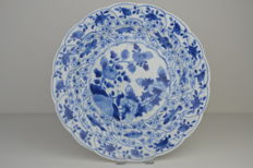 23½ cm  Back marked with a flower - Fish, shrimp, flowers Kangxi plate - 18th century - Porcelain