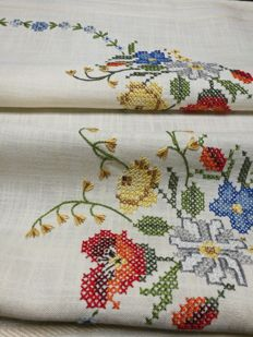 Raw linen tablecloth with floral embroidery Italian manufacture.