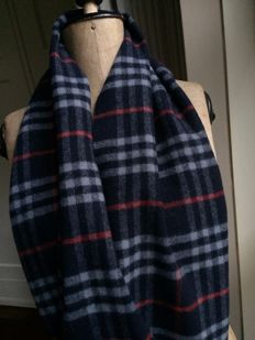 Burberry - scarf - original - large model - dark blue