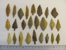 Mesolithic flint arrowheads - 29/50 mm (30)