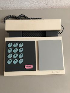 Lone and Gideon Lindinger-Loewy voor Bang & Olufsen - Beocom 500 telephone, white with pink accents