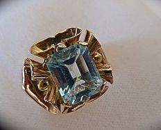 Antique 18 kt gold ring with blue topaz, 1940s-50s