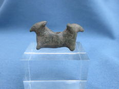 Bronze age - Bronze animal pendant / amulet from the late bronze age - 10th/7th century BC - 4.4 cm. x 2.3 cm