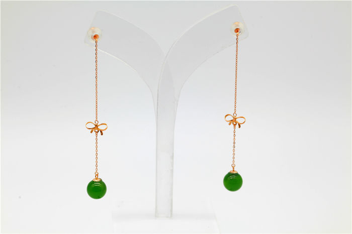 18 kt gold Jade earrings 3 Grams total weight Size 6cm Length