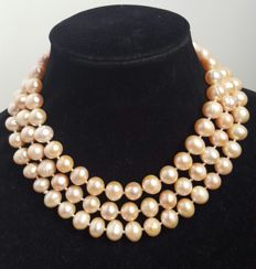 Long necklace made up of freshwater cultured peach colour pearls - Length: 128 cm