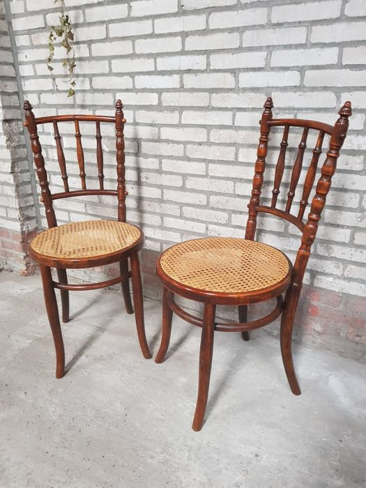 Two antique wooden chairs - Fischel ca. 1900-1910 - Two Antique Wooden Chairs - Fischel Ca. 1900-1910 - Catawiki