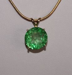 Silver pendant with natural Emerald of 4.70 ct (with certificate) - Length: 47 cm
