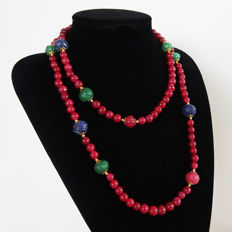 Long polished ruby and sapphire necklace, emeralds and engraved rubies - 14 kt gold clasp - 780 ct - 113 cm