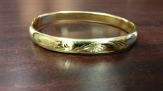 """Tooled rigid bracelet in 18 kt yellow gold """"No reserve price""""."""