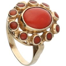 14 kt - Yellow gold ring set with 11 cabochon cut precious corals - Ring size: 18.25 mm