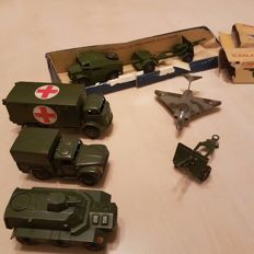 Dinky Toys - Various scales - Lot with 7 Military Vehicles/Material and 1 Airplane