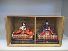 A nice pair of ningyo dolls of the Emperor and the Empress with box - Japan – Early 20th century