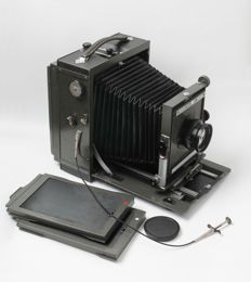 "Plate camera 13 x 18 ""Mentor Studio"" with lens Zeiss Tessar and 2 plates"