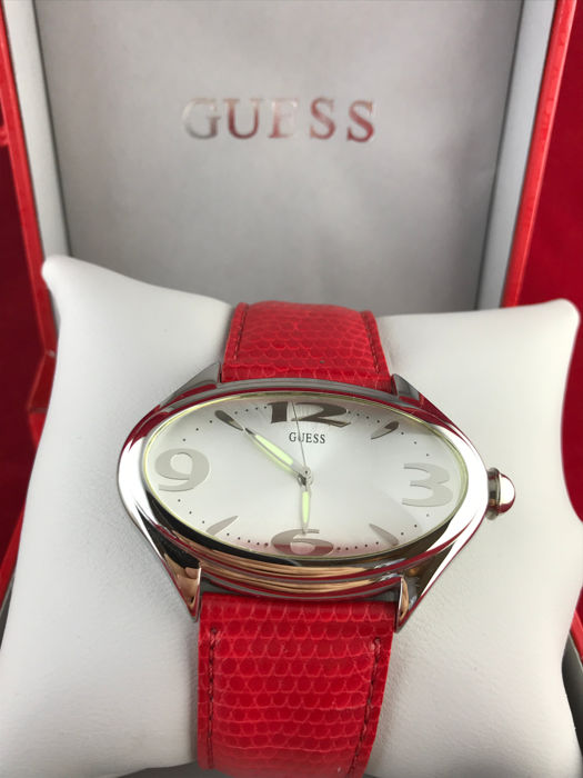 Guess  Quartz  Women's NOS
