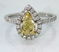 Diamond ring with GIA certificate, pear-shaped natural fancy brownish yellow diamond, 0.88 ct in total ###Accompanied by a GIA certificate - Free shipping - Low minimum price###