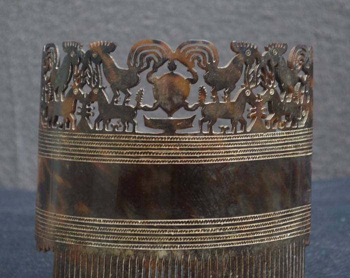 Large female hair comb with animals - Hai K Jangga, Sumba Timor
