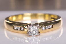 Stylish diamond ring with 0.25ct main stone - No reserve!