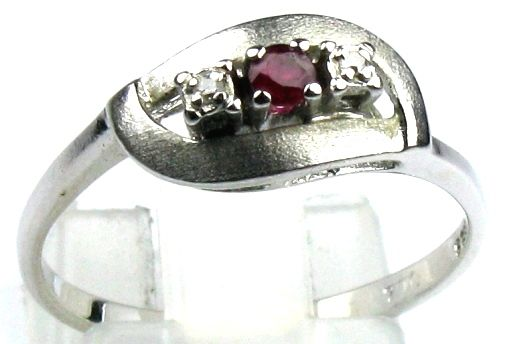 Diamond and ruby ring, solid 14 kt / 585 white gold, size 57/18.1 mm
