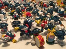106 Original Schleigh-Peyo-Bully Smurfs and 1 smurfs house