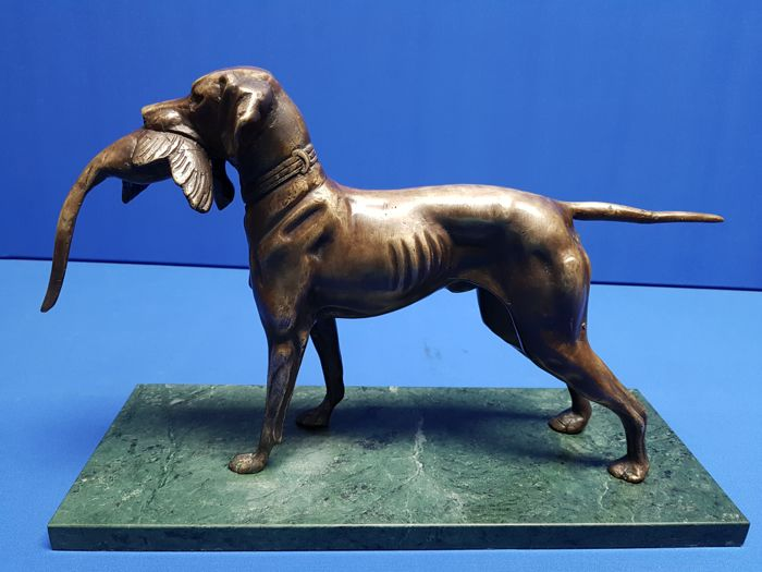 Bronze/brass hunting dog with pheasant