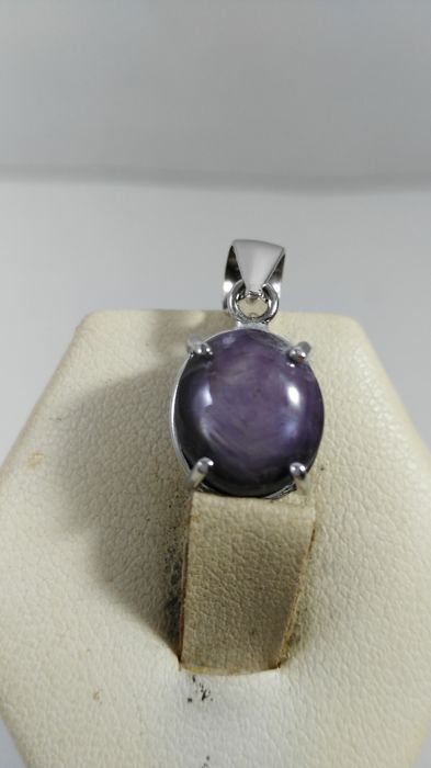 pendant in 18 kt white gold with star sapphire, 8.57 ct, 20 x 10 x 10 mm