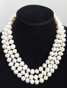 Long necklace with freshwater cultured pearls - Length: 150 cm - Pearl size: 11 mm