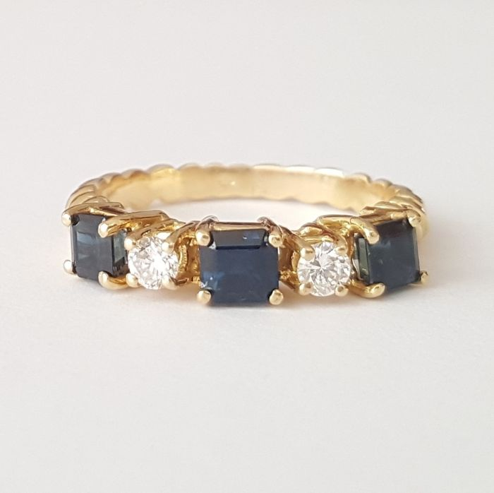 Ring in 18 kt gold with two diamonds and three sapphires totalling 1.1 ct - Size: 17.6 mm, 13.5/53.5 (EU)