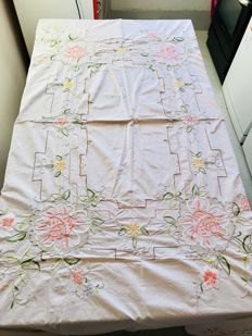 Large vintage tablecloth in pure cotton richly embroidered at the center of the table