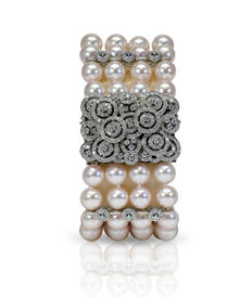 Lustrous Akoya Four Row Pearl Bracelet Featuring a Beautiful 18K White Gold Clasp Set with 2.6Ct VS Diamonds - Authenticity Certificate Included