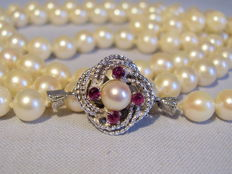 High quality, genuine, Akoya pearl necklace with a 14 kt white gold clasp with rubies