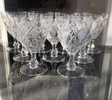 Lot of 9 hand-cut fine crystal small glasses