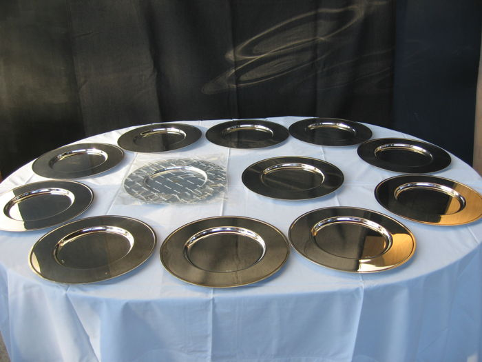 12x Silver plated stainless steel plates, by Sambonet, Italy, ca.1970/80