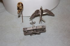3 brooches in 800/1000 silver, made in Italy, aeroplane-shaped, swallow-shaped, Neapolitan Pulcinella mask-shaped.