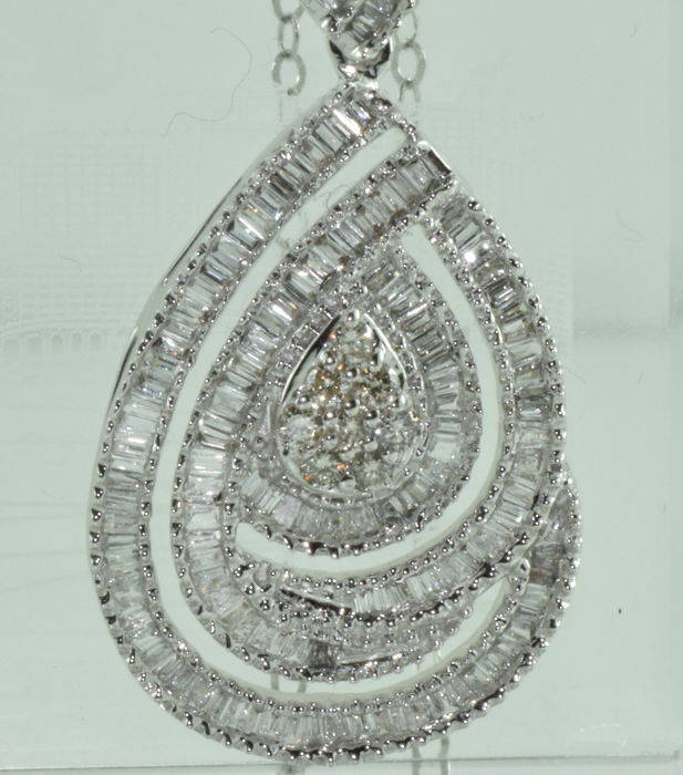 Necklace and pendant in 18 kt white gold set with 158 diamonds totalling approx. 4.80 ct ** NO RESERVE PRICE **